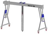 33960072 Wciągarka bramowa aluminiowa z możliwością przejazdu pod obciążeniem, z wózkiem pchanym i wciągnikiem łańcuchowym miproCrane DELTA 700M (udźwig: 1500 kg, szerokość: 7100 mm, wysokość: 2159/2550 mm)