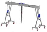 33960112 Wciągarka bramowa aluminiowa z możliwością przejazdu pod obciążeniem, z wózkiem pchanym i wciągnikiem łańcuchowym miproCrane DELTA 800H (udźwig: 2000 kg, szerokość: 8100 mm, wysokość: 3120/4270 mm)