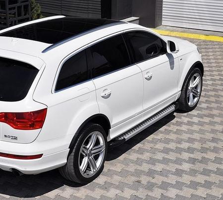 01655990 Stopnie boczne - Audi Q7 2015+ (długość: 205-210 cm)