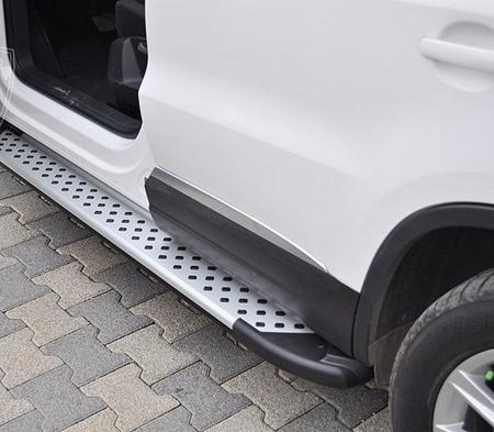 01656085 Stopnie boczne - Volkswagen T5 & T6 2015- short (długość: 205-217 cm)