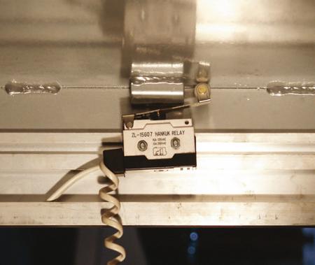3109772 Stół podnośny elektryczny HW1005 (wymiary platformy: 850x2000mm, udźwig: 1000 kg)