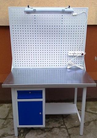 77156997 Stół warsztatowy z szafką i szufladą + tablica z listwą zasilającą i oświetleniem (wymiary: 1200x700x900 mm)