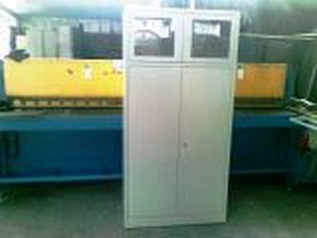77157080 Szafa biurowa przeszklona, 2 drzwi, 3 półki przestawiane (wymiary: 1800x900x460 mm)